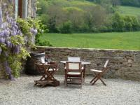 Burgundy Gite Holidays - Outdoor terrace dining