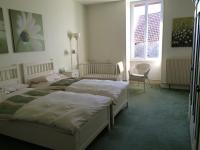 Burgundy Gite Holidays - Twin bedroom